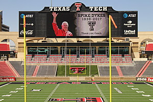 Spike Dykes honored at Jones AT&T Stadium